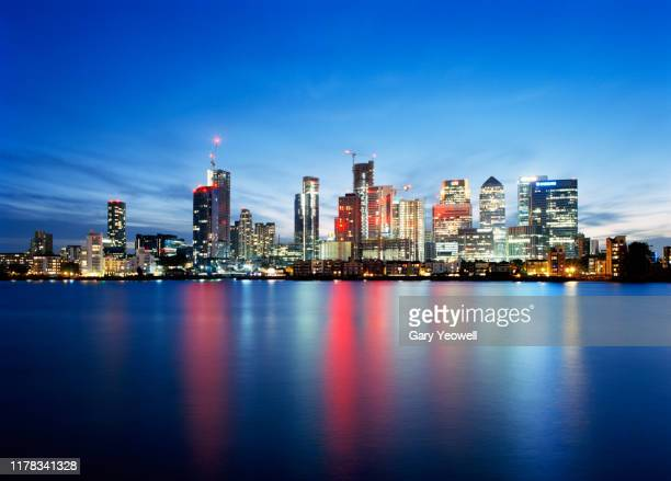 london canary wharf at twilight - london docklands stock pictures, royalty-free photos & images