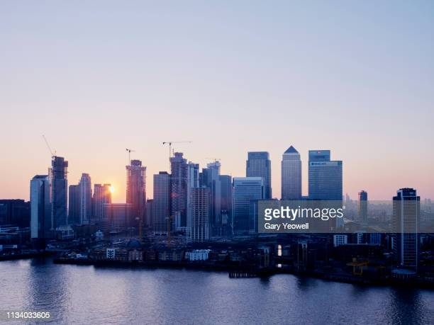 london canary wharf skyline at dusk - isle of dogs london stock pictures, royalty-free photos & images
