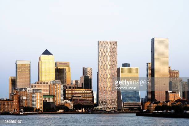 london canary wharf skyline at dusk - london docklands stock pictures, royalty-free photos & images