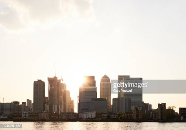 london canary wharf skyline at sunset - london docklands stock pictures, royalty-free photos & images