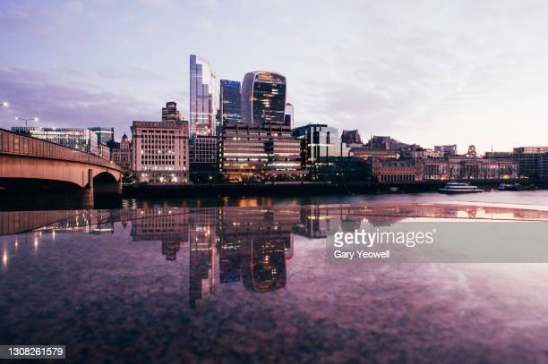 london city financial district skyline at sunrise - horizon over land stock pictures, royalty-free photos & images