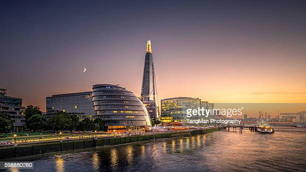 london city hall at twilight - guildhall london stock pictures, royalty-free photos & images