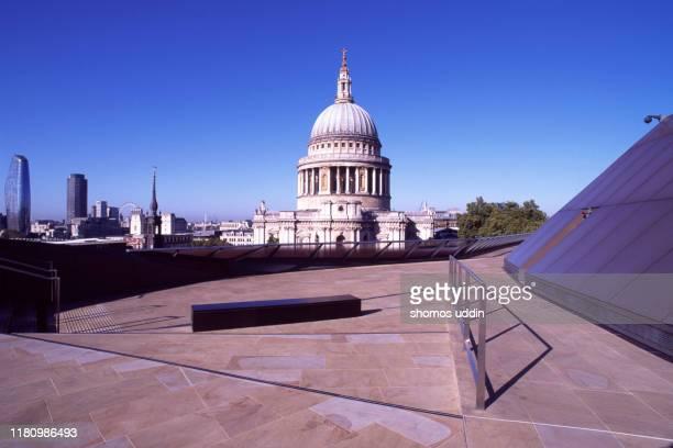 london city landmark and the skyline - central london photos et images de collection