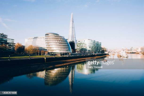 london city skyline and river thames at sunrise - horizon over land stock pictures, royalty-free photos & images