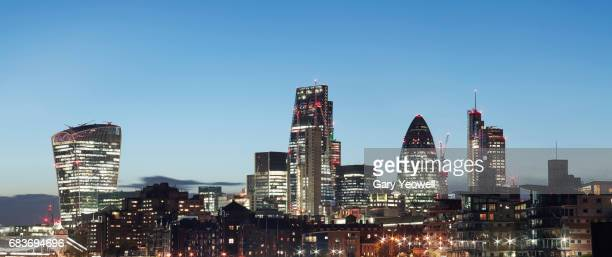 london city skyline at dusk - yeowell stock pictures, royalty-free photos & images