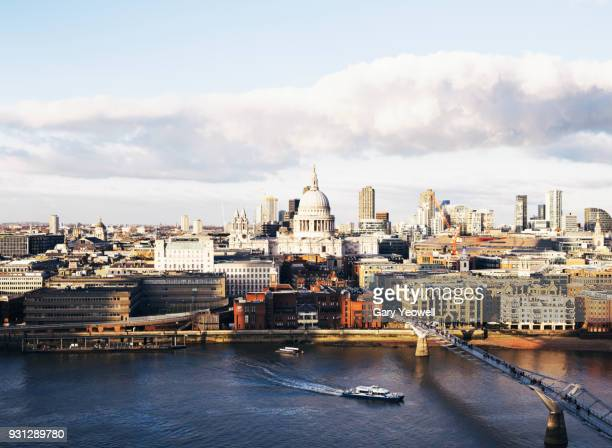 london city skyline with st paul's cathedral - yeowell foto e immagini stock