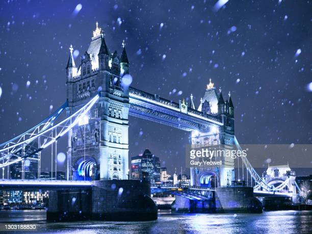 london city skyline with tower bridge in snow - horizon over land stock pictures, royalty-free photos & images