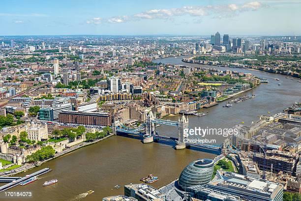 london skyline luftbild, england - fluss themse stock-fotos und bilder