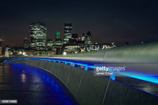 london cityscape at night with foreground railing - railings stock pictures, royalty-free photos & images