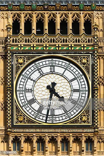 uk, london, detail of big ben - klokkentoren met wijzerplaat stockfoto's en -beelden
