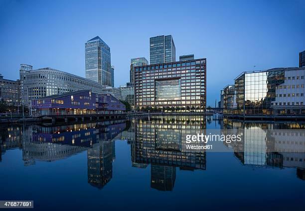 UK, London, Docklands, buildings at financal district at dusk