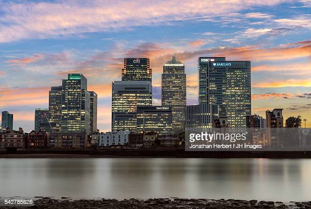 london docklands - low tide stock pictures, royalty-free photos & images