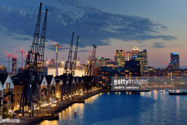 london docklands skyline - 2017 stock pictures, royalty-free photos & images