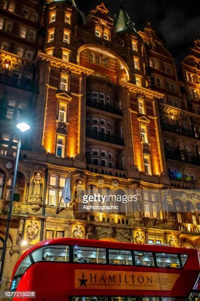 london-doppeldecker-bus werbung der musikalischen hamilton - hamiltonmusical stock-fotos und bilder