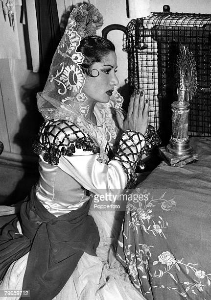 London England 15th June 1948 Spanish Gypsy dancer Carmen Amaya prays before each performance at a shrine to the Madonna that she has placed in her...