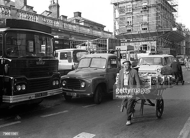 London England 16th July 1971 A Porter is pictured at Covent Garden London's fruit vegetable and flower market