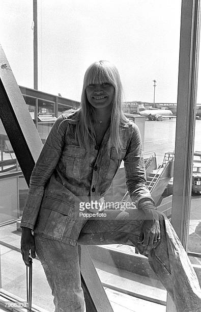 London England 16th July 1971 Mary Travers former member of the folk singing group Peter Paul and Mary pictured at Heathrow airport