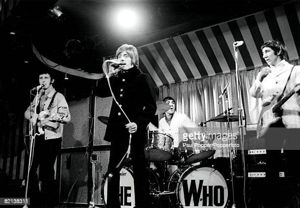 London England 1960s British pop group The Who led by singer Roger Daltrey with John Entwistle on bass guitar Keith Moon on drums and Peter Townshend...