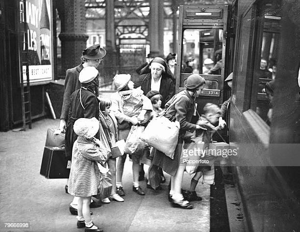 London England 1st September children of the English martyrs Roman Catholic School boarding a train at Waterloo Station before being evacuated to the...