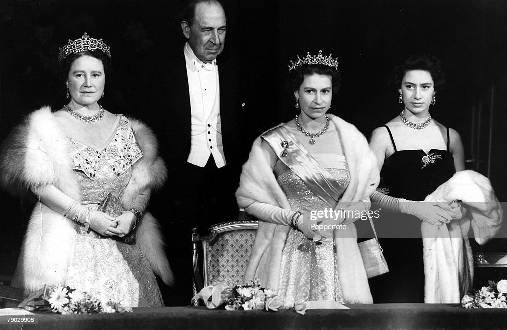 London, England. 22nd March 1956. Queen Elizabeth II accompanied by the Queen Mother, Princess Margaret and Lord Waverley attended a gala performance by the Sadler+s Wells Ballet at Covent Garden. : News Photo