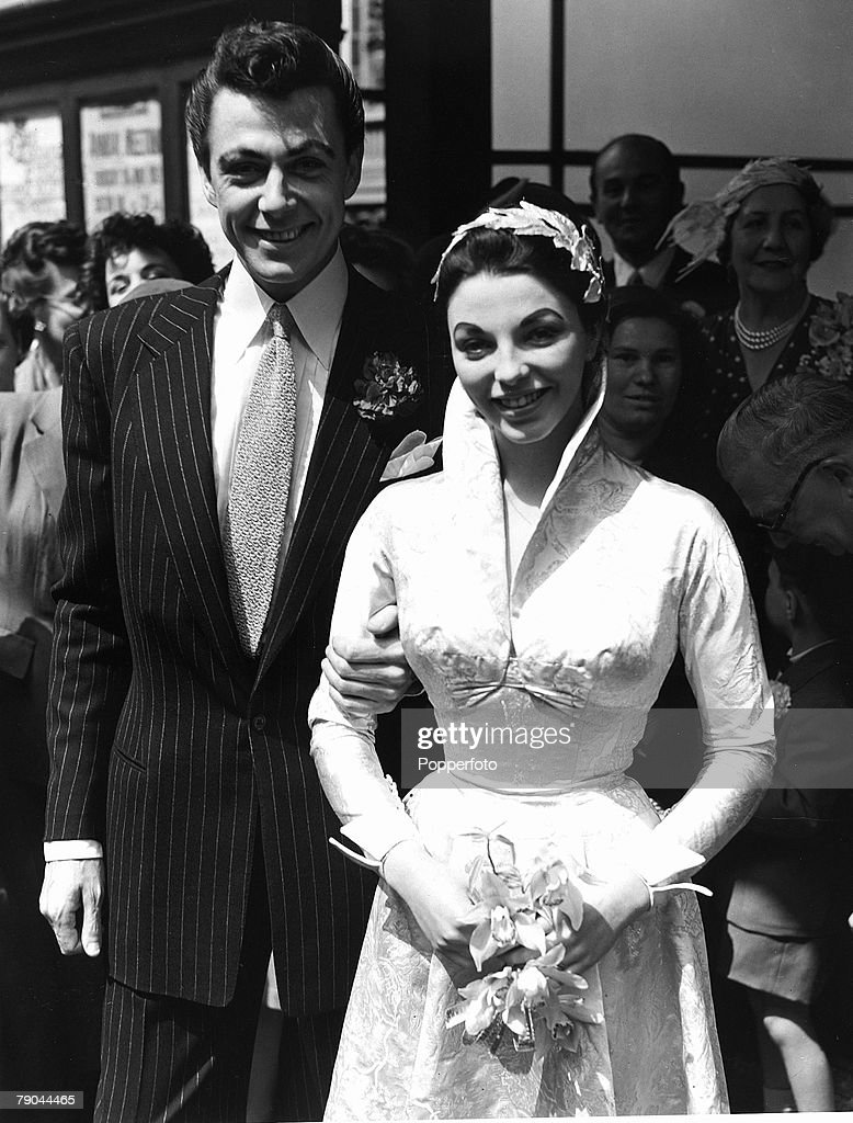 London, England. 25th May 1952. British Actor Maxwell Reed and actress Joan Collins stand together after their wedding. : News Photo