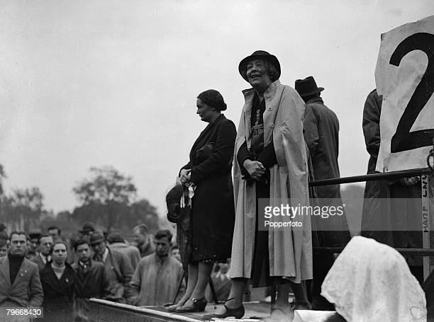 London England 29th May Suffragette Miss Sylvia Pankhurst addresses a meeting in the cockpit at Hyde Park for Third Youth Peace Day after a...