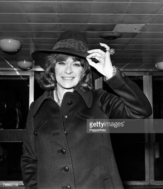 London England 3rd December 1971 South African actress Janet Suzman is pictured leaving Heathrow for the USA