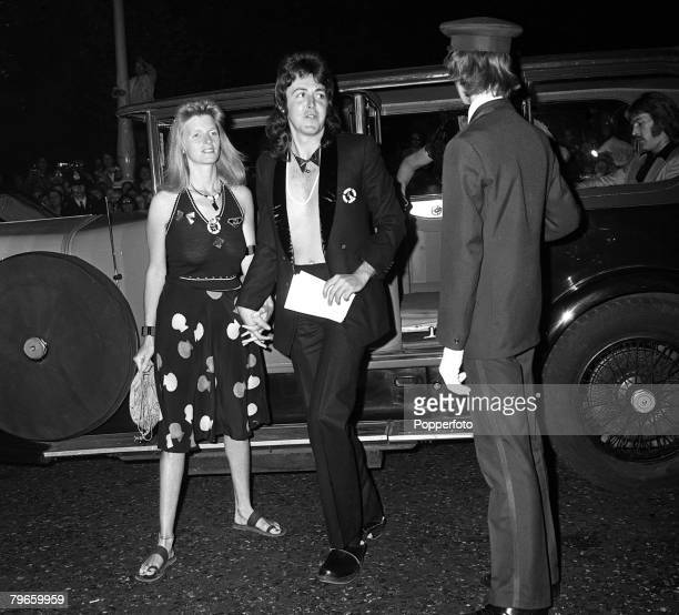 London England 5th July 1973 British pop star and former member of the Beatles Paul McCartney is pictured with his wife Linda arriving for a London...