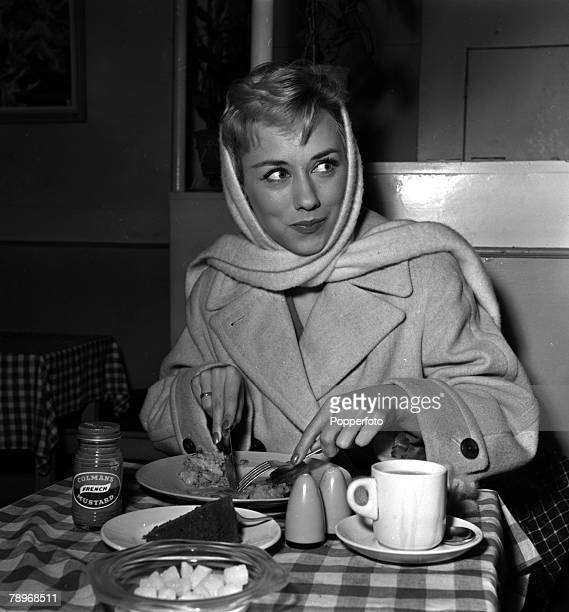 London England Actress Carole Lesley is pictured eating at a restaurant