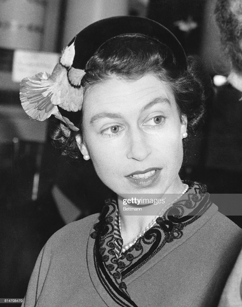 Queen Elizabeth Closeup With Hat : News Photo