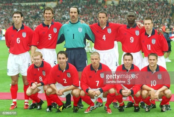 QUALIFIKATION 2000 London ENGLAND DEUTSCHLAND 01 TEAM ENGLAND hinten vl Martin KEOWN Tony ADAMS David SEAMAN Gareth SOUTHGATE Andy COLE Nick BARMBY...