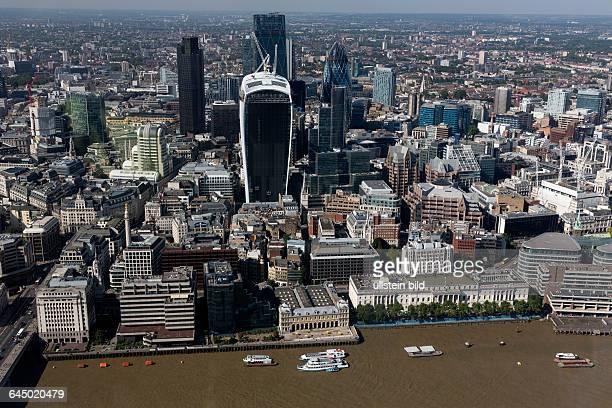 London England Finanzdistrikt 20 Fenchurch Street The WalkieTalkie Wolkenkratzer Blick von The Shard > english> London England 20 Fenchurch Street...
