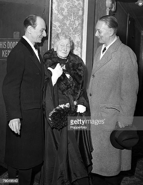 1949 London England First night of the play The Heiress at the Haymarket Theatre A picture of the legendary British actor John Gielgud with his...