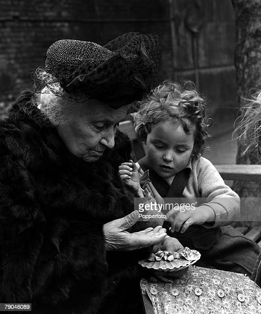 London England Italian educational reformer Maria Montessori who evolved the Montessori method of teaching children is pictured during a visit to the...