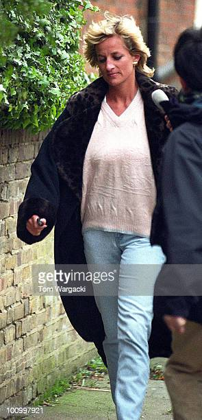 London England January 6 1996 Princess Diana leaving her Therapist in Swiss Cottage