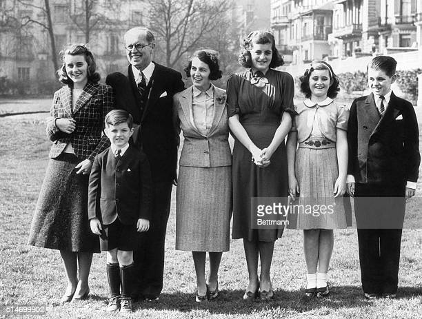 Kathleen Joe Sr Mrs Rose Kennedy Patricia Jeanne Robert and Edward in front
