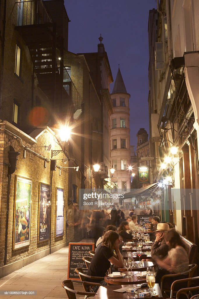 London, England. Row of restaurants with outdoor seating in St Martin's Court, near Leicester Square. : Foto stock