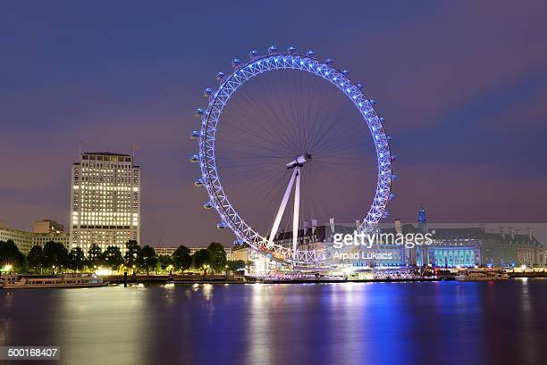 CONTENT] London Eye and Shell Centre captured at night from the North side of the River Thames