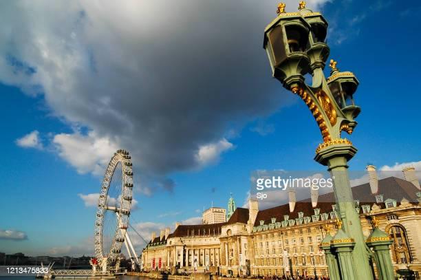 "london eye ferris wheel, county hall and lamppost on westminster bridge. - ""sjoerd van der wal"" or ""sjo"" stock pictures, royalty-free photos & images"