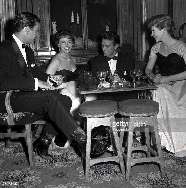 London Film actors Anthony Steele Dawn Adams Robert Stack and Susan Stephens enjoying drinks at a nightclub after the showing of the Festival of...