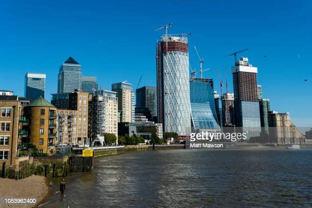 london financial centre of canary wharf and the river thames. london. uk - 2018 stock pictures, royalty-free photos & images