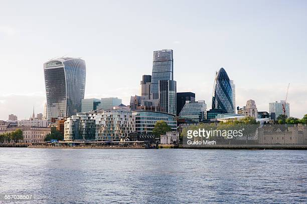 london financial district. - river thames stock pictures, royalty-free photos & images