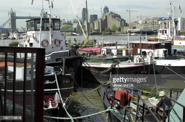 CANAL UK London gardens in barges moored near Tower Bridge CDREF00142