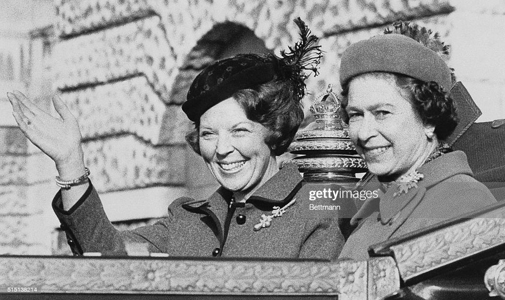 Queen Beatrix and Queen Elizabeth II in Motorcade : News Photo
