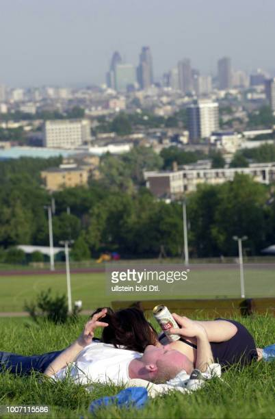 STREET LIFE UK London Hampstead View of London from Parliament Hill CDREF00142