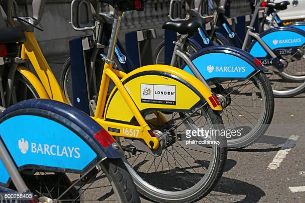 london hire bikes - barclays cycle hire stock pictures, royalty-free photos & images