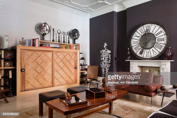 london home of interior designer sule arinc - antony gormley stock pictures, royalty-free photos & images
