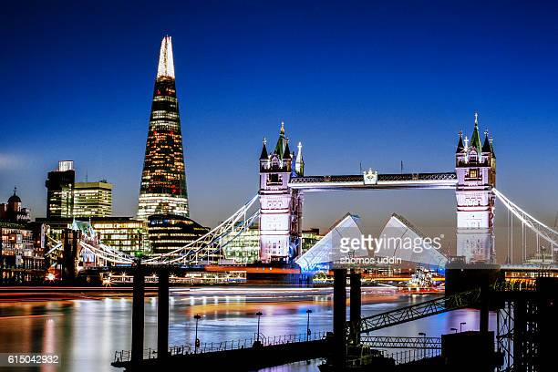 London icons illuminated at night