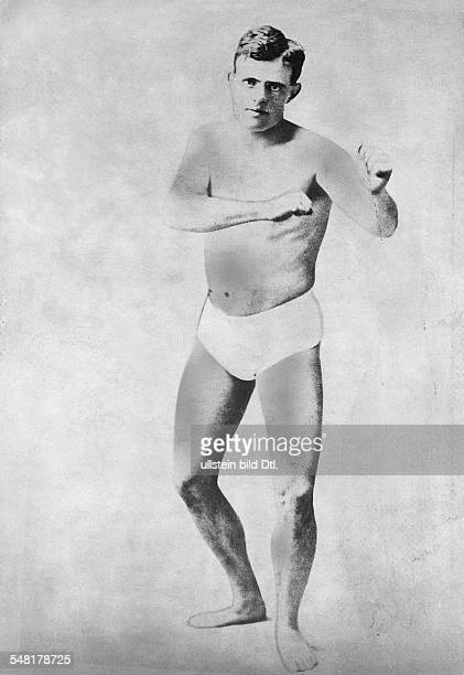 London Jack Writer Journalist USA *12011876 Portrait as a young boy in the pose of a boxer ca 1900 Vintage property of ullstein bild
