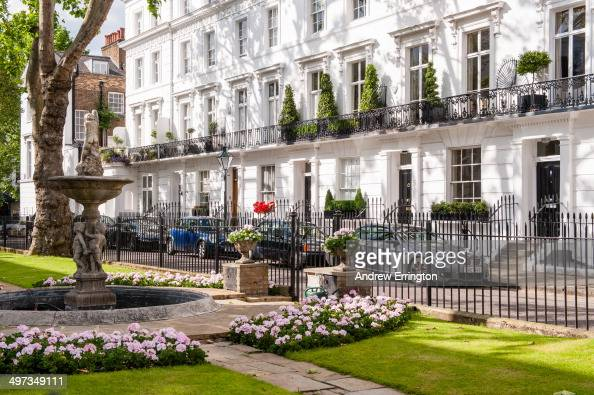 London Knightsbridge, Wellington Square communal well tended garden News  Photo - Getty Images